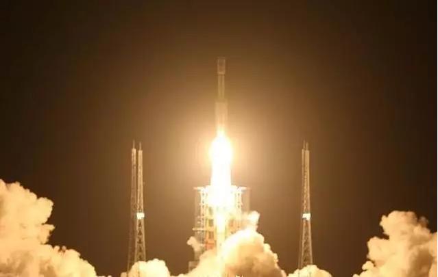 """美国行星学会的载人航天专家贾森·戴维斯也表示,预计长征七号将承担货运飞船发射任务,为未来的中国空间站运送补给。因此,戴维斯认为,长征七号发射也是中国载人航天计划的重大里程碑,这一成就和中国空间站欢迎国际合作的立场,彰显了中国的""""太空雄心""""。对此,美国航天期刊《太空飞行》评论说,发射长征七号表明中国的新""""太空港""""(即中国未来的空间站)即将盛大开幕。美国太空科技媒体观察员赫内·米库尔卡则评论说,研制长征七号表明中国已将目光投向深空探索"""